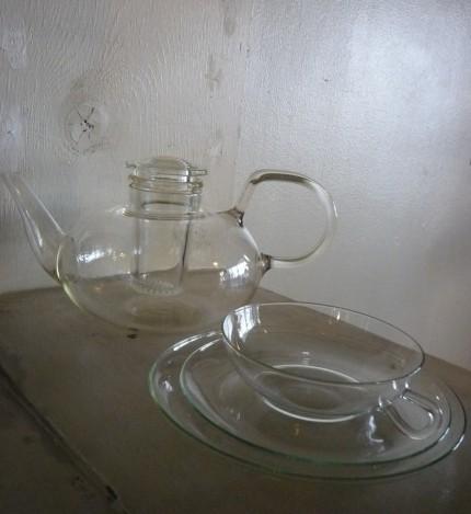 バウハウスのヴィルヘルム・ヴァーゲンフェルト のイエナガラス ティーポットとカップ&ソーサー