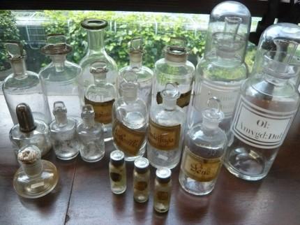 フランス 蚤の市 古いお薬瓶