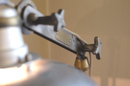 アンティークのフロアランプ