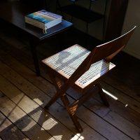 ピエールジャンヌレのライブラリーチェアとコーヒーテーブル