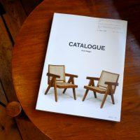 ピエールジャンヌレの家具のオークションカタログをまとめた本