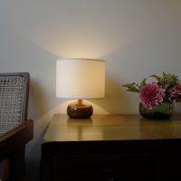 リュエラン のランプとピエールジャンヌレの椅子とチェスト